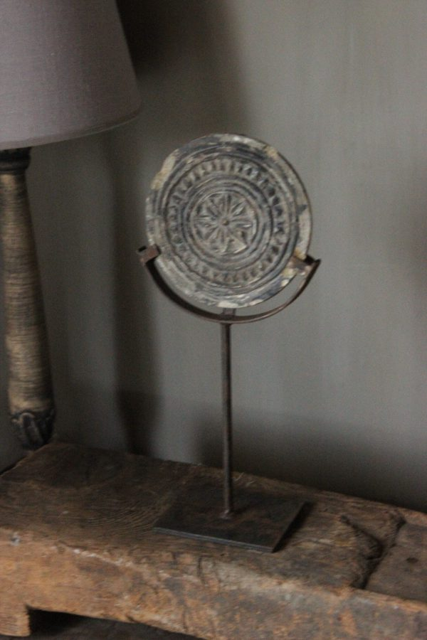 Oud stenen ornament